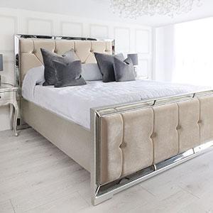 5ft King-Size Bed - Venetian Mirrored - Deep Buttoned - Cream Velvet